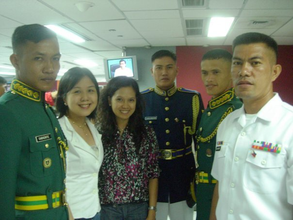 Posing here with Cory Aquino's honor guards who stood for over 8 hours motionless during Cory Aquino's Aug 5, 2009 funeral cortege. They visited the ABS-CBN newsroom in August 2009.